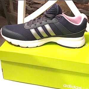 Adidas | NWB cloudfoam city sneakers